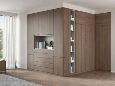 这是u形转角衣帽间衣柜的设计,适合面积足够充裕的空间,利用长长的