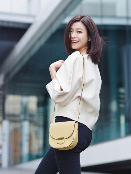 怀孕的陈妍希是越来越有女人味了,陈晓也太幸伯贤头发染过的颜色图片
