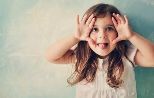 育儿经:当孩子口无遮拦让我们尴尬时,正确解锁窘境的方法