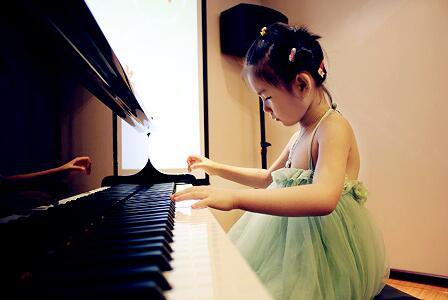 武汉少儿艺术学校钢琴培训课程是在造就孩子的全面生长