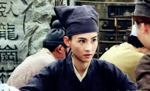 1998年,袁咏仪主演电视剧《花木兰》,再度男扮女装.