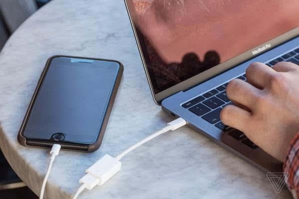 MacBook Pro评测:更强性能、更便携、更多转换器的照片 - 8