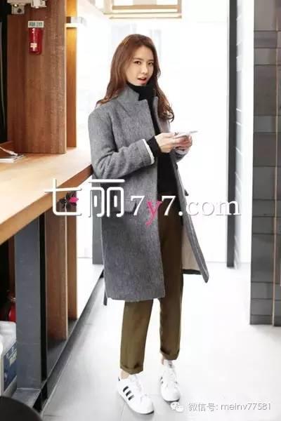 """冬季韩版大衣+球鞋混穿搭配_超""""任性""""装扮想撞衫都难"""