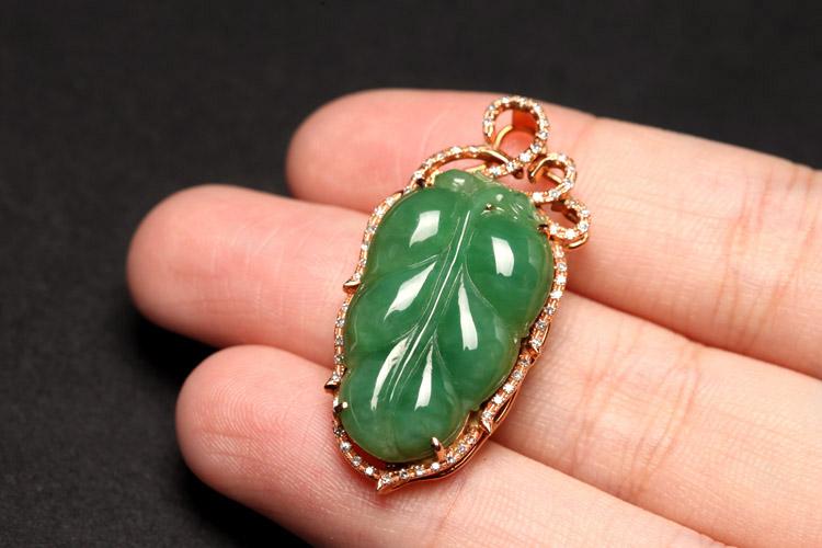 甚至可以镶嵌各类宝石,制作出各类翡翠树叶吊坠,手链,项链,耳坠,胸针图片
