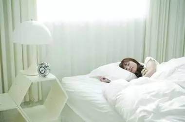 """睡得久≠睡得好 睡不好会变""""傻"""""""