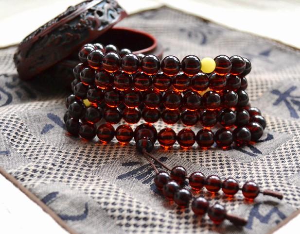 成色好的血珀手串,晶体通透,珠子极少颗粒有杂质,触感温润细致,颜色图片