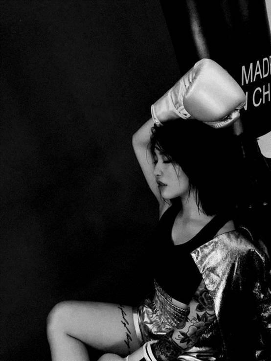 荣耀畅玩6x双十一直播拍美女健身教练纹身历历在目