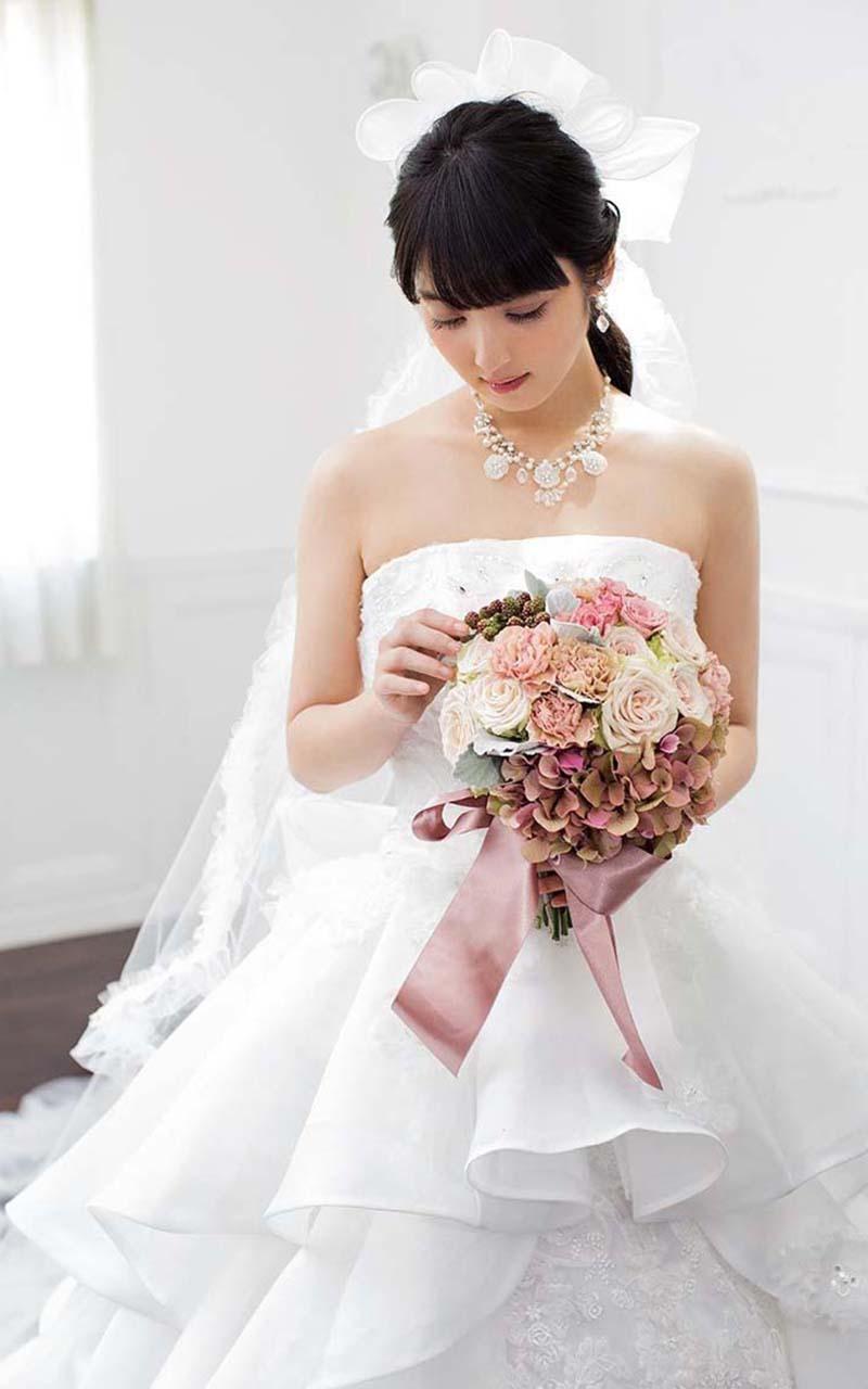 喜欢韩风婚纱的新娘子可以注意一下,韩风婚纱的脸妆大多自然精致,建议
