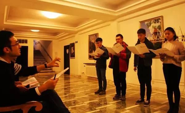 中国朗诵者走进使馆 史诗 火与剑 声情对话