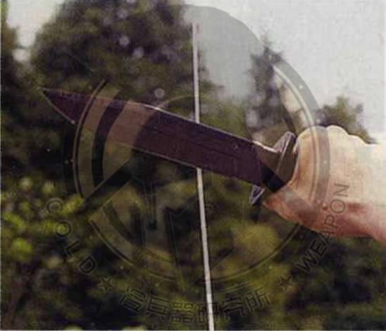 刀鞘挂带则使用锦纶编织袋制作