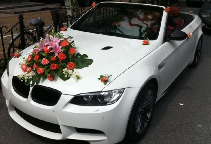 现在一般都是西式婚礼,也有使用白色婚车的,白色意味着白头偕老.图片