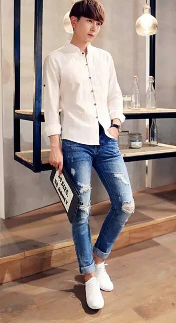 白衬衣配牛仔裤