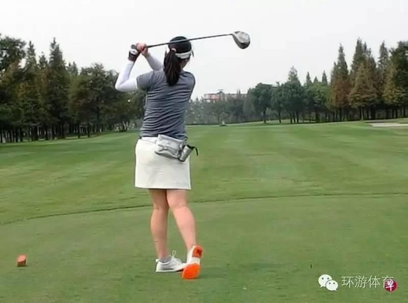 中国女白领爱上高尔夫