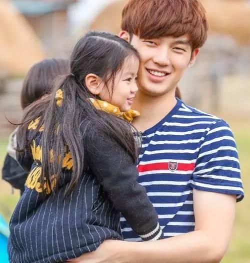 如果说李易峰是湖南卫视的干儿子,那么胡歌便是湖南卫视的小女婿