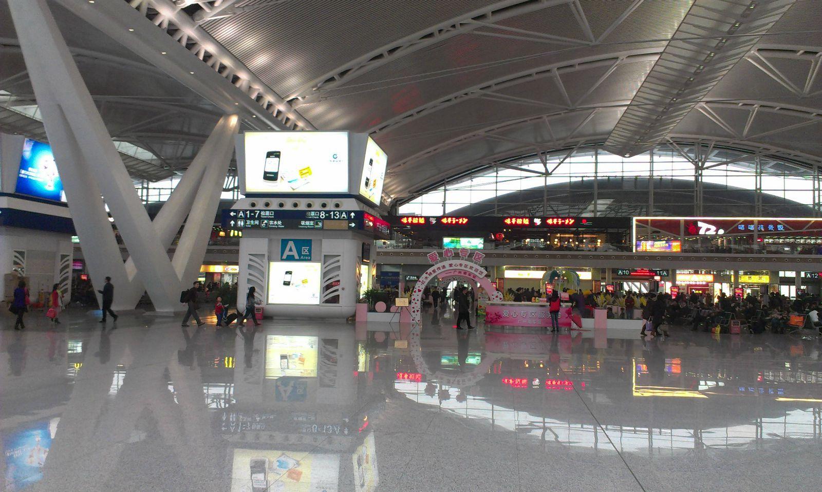 到了贵阳北站是3点多了,做261去贵阳火车站(下了高铁出站的时候,公交图片