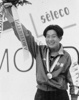 世界冠军夺30枚金牌 不听话被雪藏 退役后卖菜