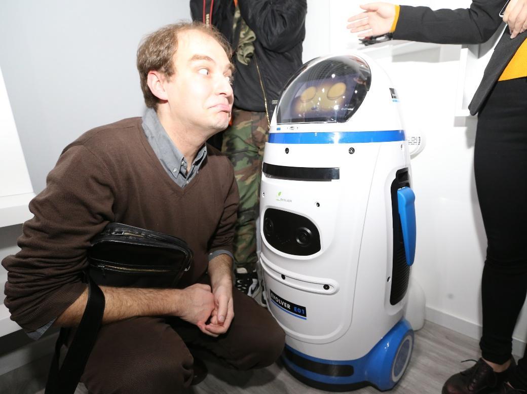 新伙伴 进化者机器人小胖萌化中外大V