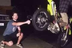 这个技能我给101分!摩托车后轮可以干这件事。。。