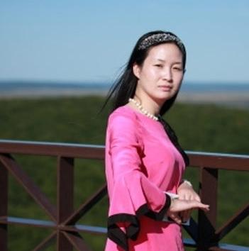 江苏中孚投资有限公司成立,从地产策划一步步发展为地产开发,王琴利用