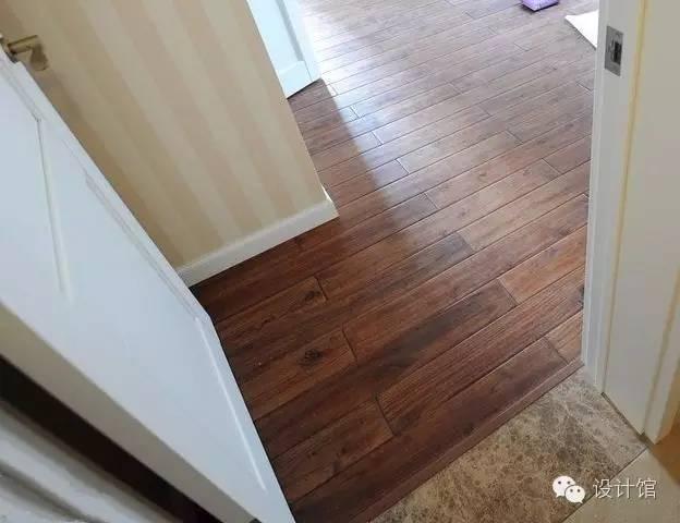 贴瓷砖又铺木地板,中间如何拼接?