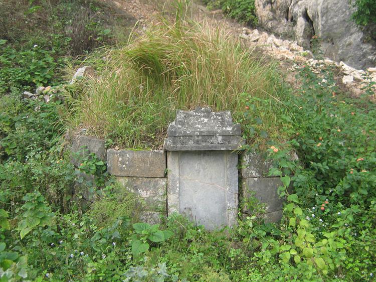 亚洲第一坟_亡父托梦说脑袋被压,原来是坟尾上有巨石