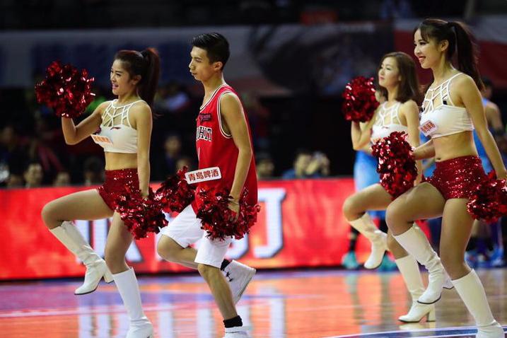 CBA第九轮篮球宝贝亮相 性感热舞助威赛场