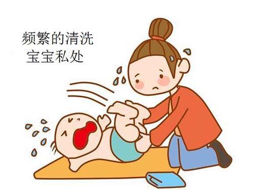 很多爸爸妈妈都有一个坏习惯,就是帮宝宝洗澡的时候,一定会帮宝宝图片