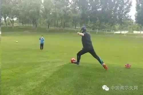 踢球技巧有什么图片