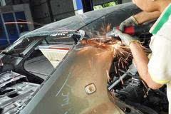 皇冠因追尾事故损毁严重!全程跟拍焊接新车尾