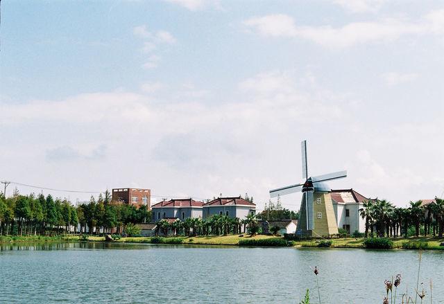 有风车,有欧式的小房子