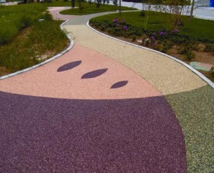 多孔沥青混凝土路面以及大孔隙新型透水路面等等;另一方面,透水结构成