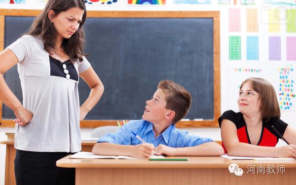 科任老师一句话,学生晕倒在地!老师也吓懵了!图片