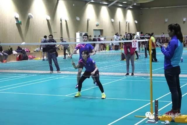 北大羽毛球队在首都高校羽毛球比赛中获得混双三连冠
