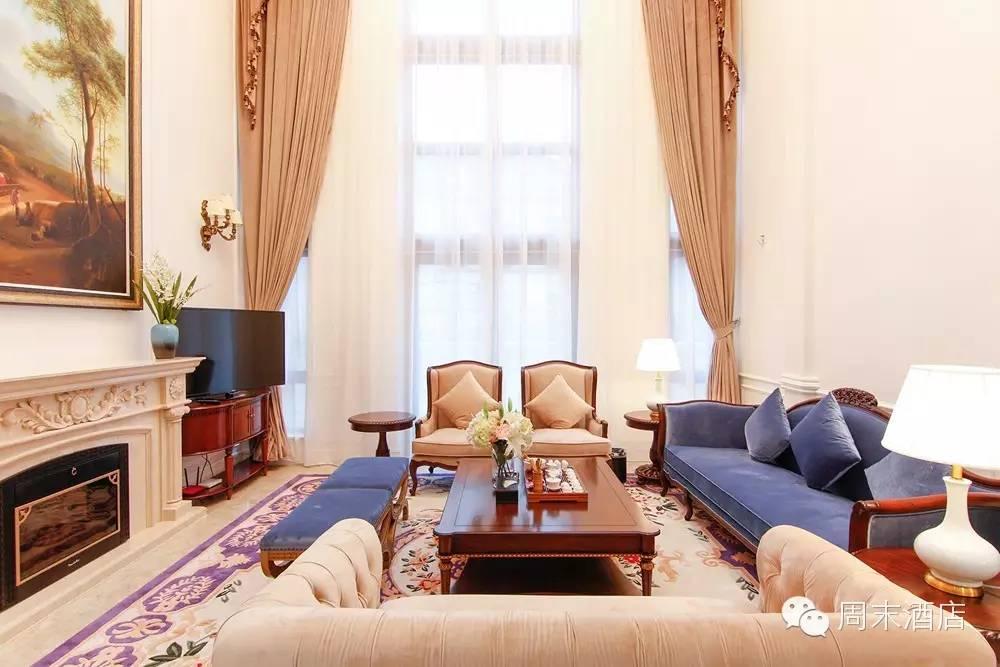 欧式别墅内部的设计以纯白奢华的概念为主
