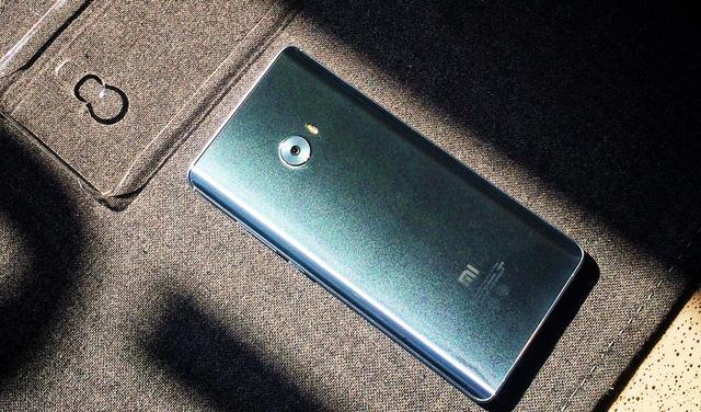 小米Note2后置摄像头为2256万超高像素相机,支持防抖技术;前置摄图片