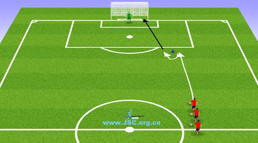 【教练角】足球技术:头球传球练习(8岁以上)