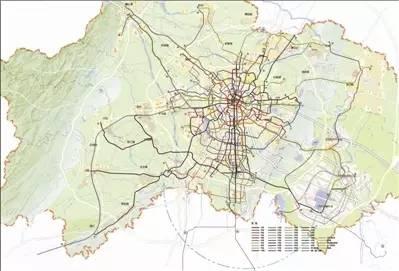 根据最新规划图,成都未来中心城和天府新区核心区的轨道交通线网密度达到1.3公里/平方公里以上
