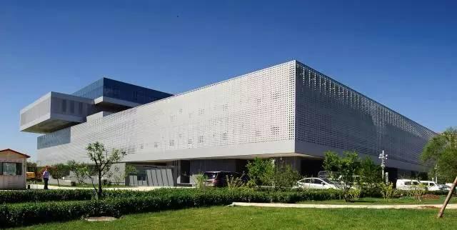 建成武清美术馆,为美术爱好者提供交流学习的场所;以文化馆,图书馆