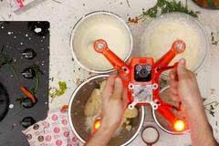 有趣但无意义的视频演示:使用无人机做感恩节晚餐