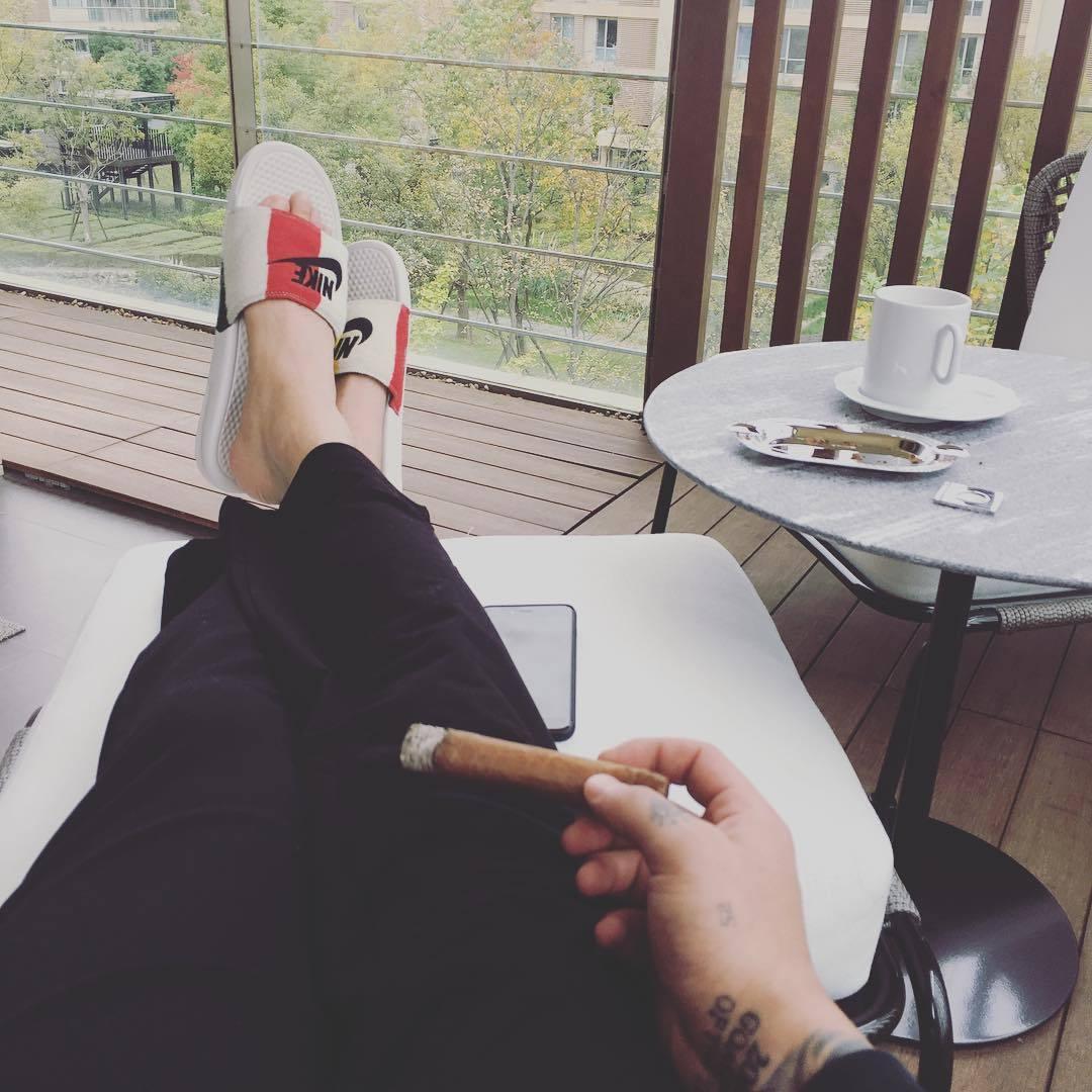 王大雷教的么?佩莱也抽雪茄? 第3张