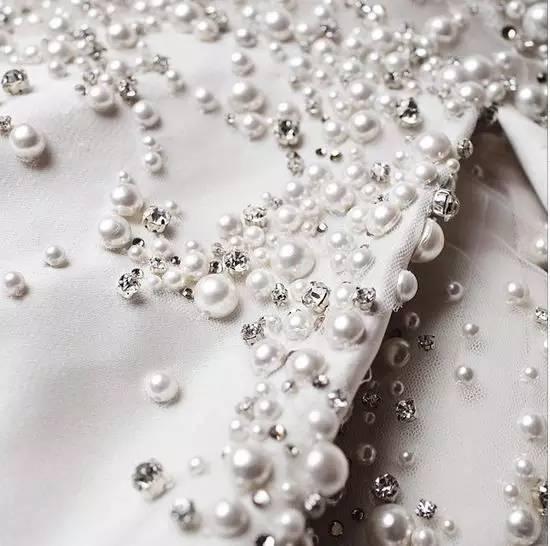 服装面料再造论+�_细节鉴赏 | 服装面料再造工艺肌理