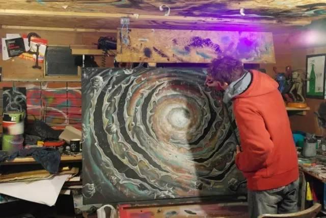 Lloyd Canning 目睹和画笔下的外星人
