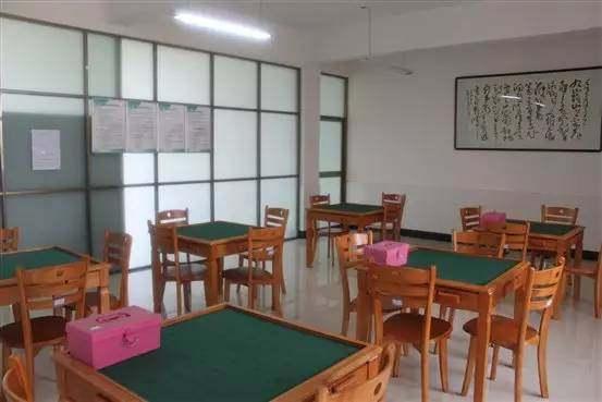 门球场和小型足球场或羽毛球场,乒乓球室和棋牌室,社区多功能公共运动图片