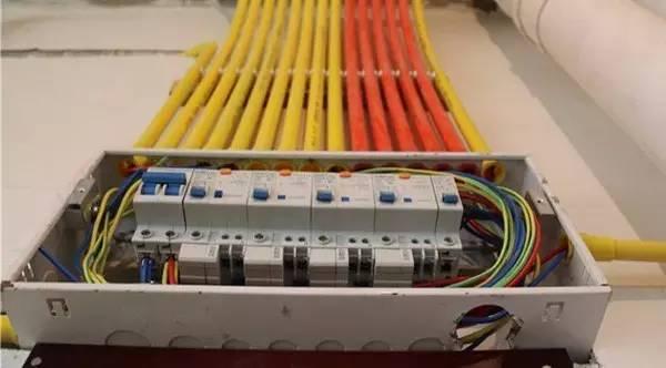 电好还是弱电好啊(急)强电和弱电分贝的就业去