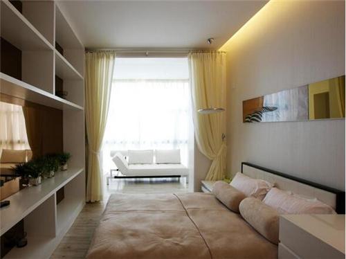 带阳台的卧室设计,肯定会设计落地的玻璃门,这样我们的卧室基本都是图片