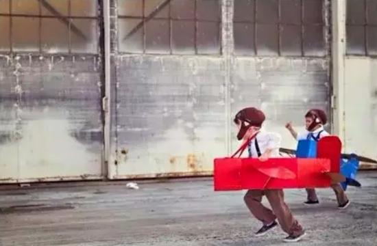 手工纸箱小汽车做法 幼儿园自制纸箱汽车制作