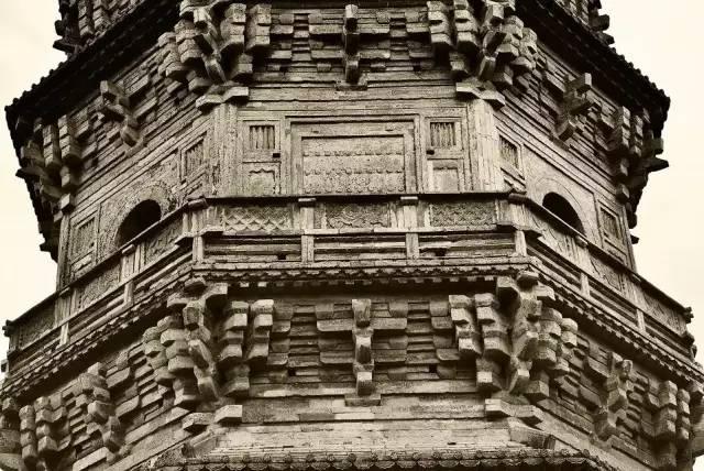 初建于北魏天兴年间,现塔为宋代建筑.