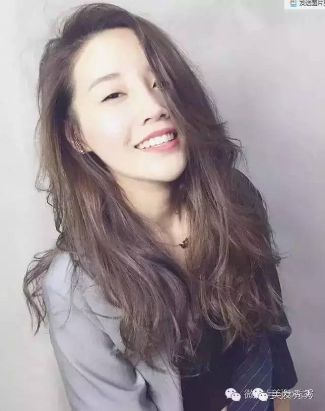 """今年流行的""""全头烫""""发型,杨幂iu欧美明星都在剪图片"""