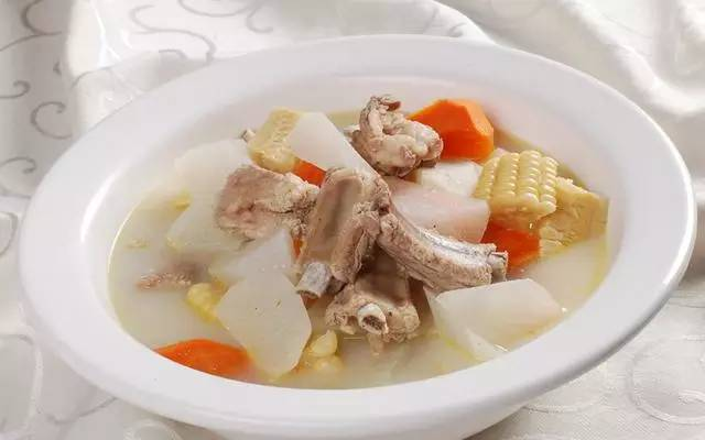 海带结萝卜排骨汤_热腾腾的萝卜炖排骨汤