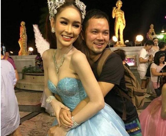 泰国人妖成了泰国的一大景点,外表美丽生活很艰苦
